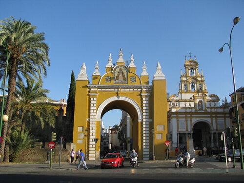 Ворота Макарены и базилика Макарена