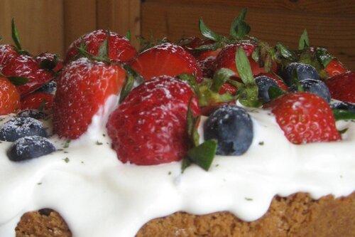 С чизкейком или Чернично-клубничный творожный торт :о) Основа: 250гр