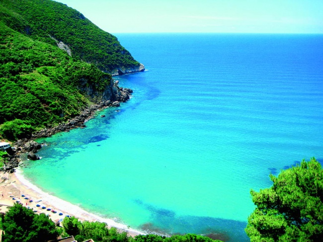 Чем заняться : Позагорать напляжах островов Крит, Корфу, Родос иКос. Сплавать наСанторини, самое