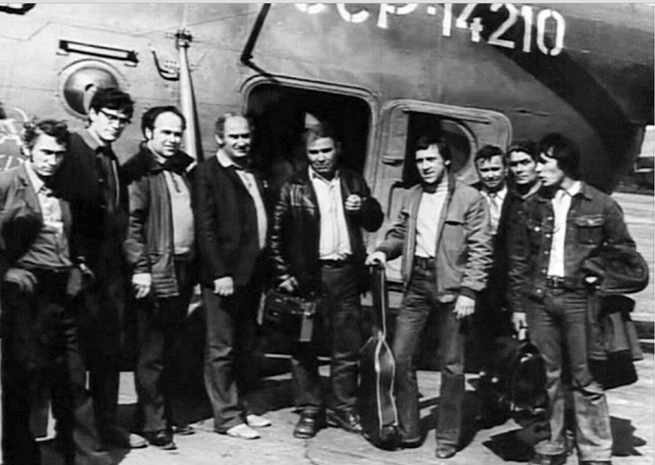 39. На вертолетной площадке в Хомолхо. Фото 17 июня 1976 года
