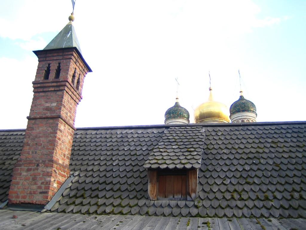 Крыша келейного корпуса Знаменского монастыря