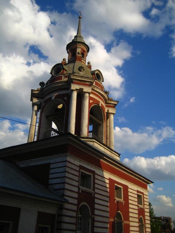 Колокольня и келейный корпус Знаменского монастыря