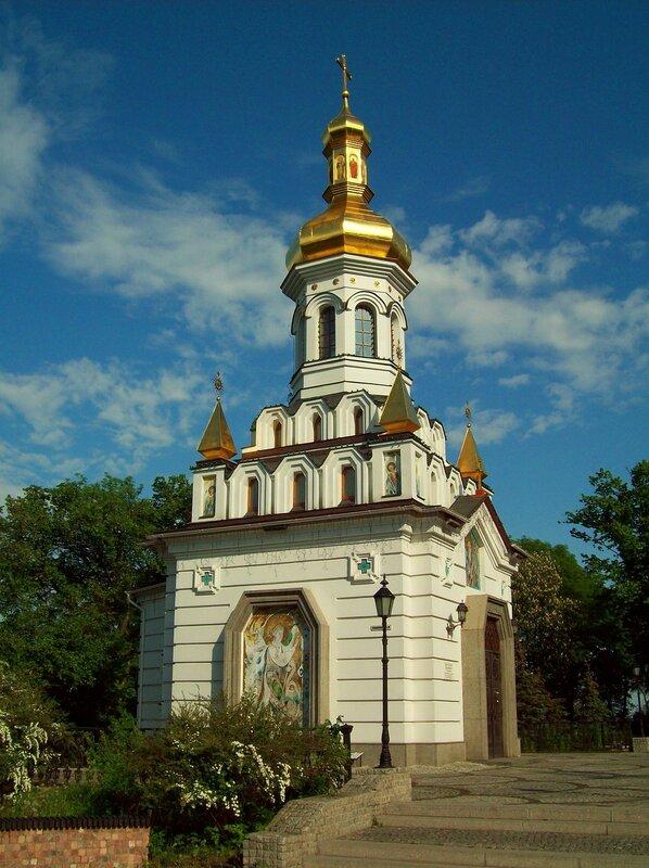 Храм св. Андрея Первозванного на площади Андрея Первозванного