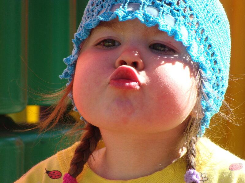 Днем рождения, веселые картинки воздушный поцелуй