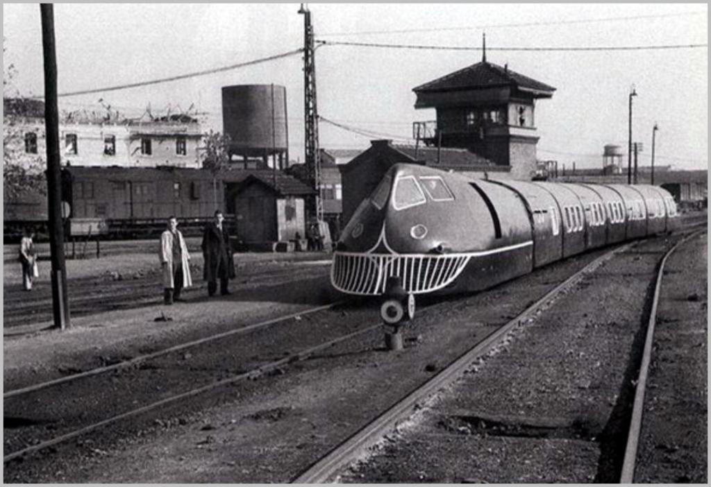 15 noviembre 1942, vista del tren articulado construído por técnicos españoles.png
