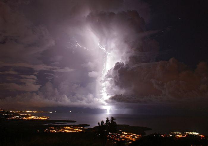 Красивые фотографии молний в самых разных местах и ситуациях 0 a5526 7f1cff75 orig