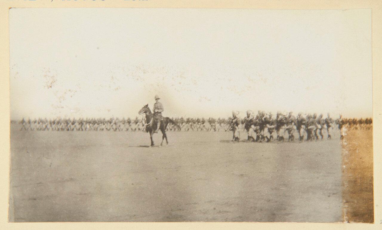 25 августа 1898. Лагерь в Вад Хамиде.  Волынщики 4-го Египетского батальона играют «Highland Laddie»