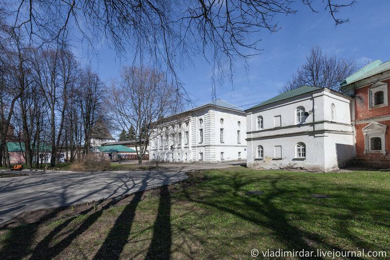 Ризница и дом ризничего. Спасо-Преображенский монастырь. Ярославль.