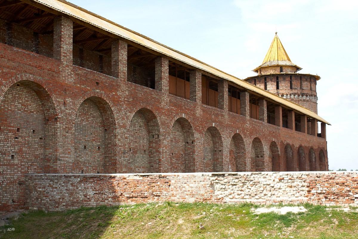 Участок старой стены ограды Брусенского монастыря