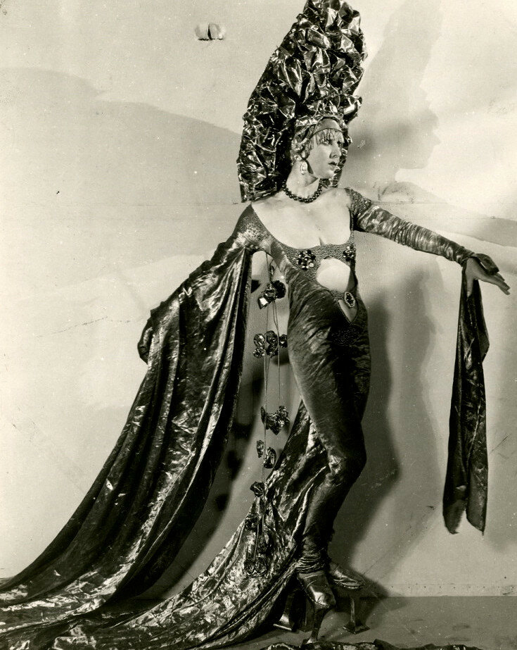 Miss Aquamarine in her costume for The Midnight Sun c.1926.jpg