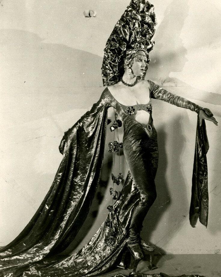 Miss Aquamarine in her costume for The Midnight Sun c.1926.jpg