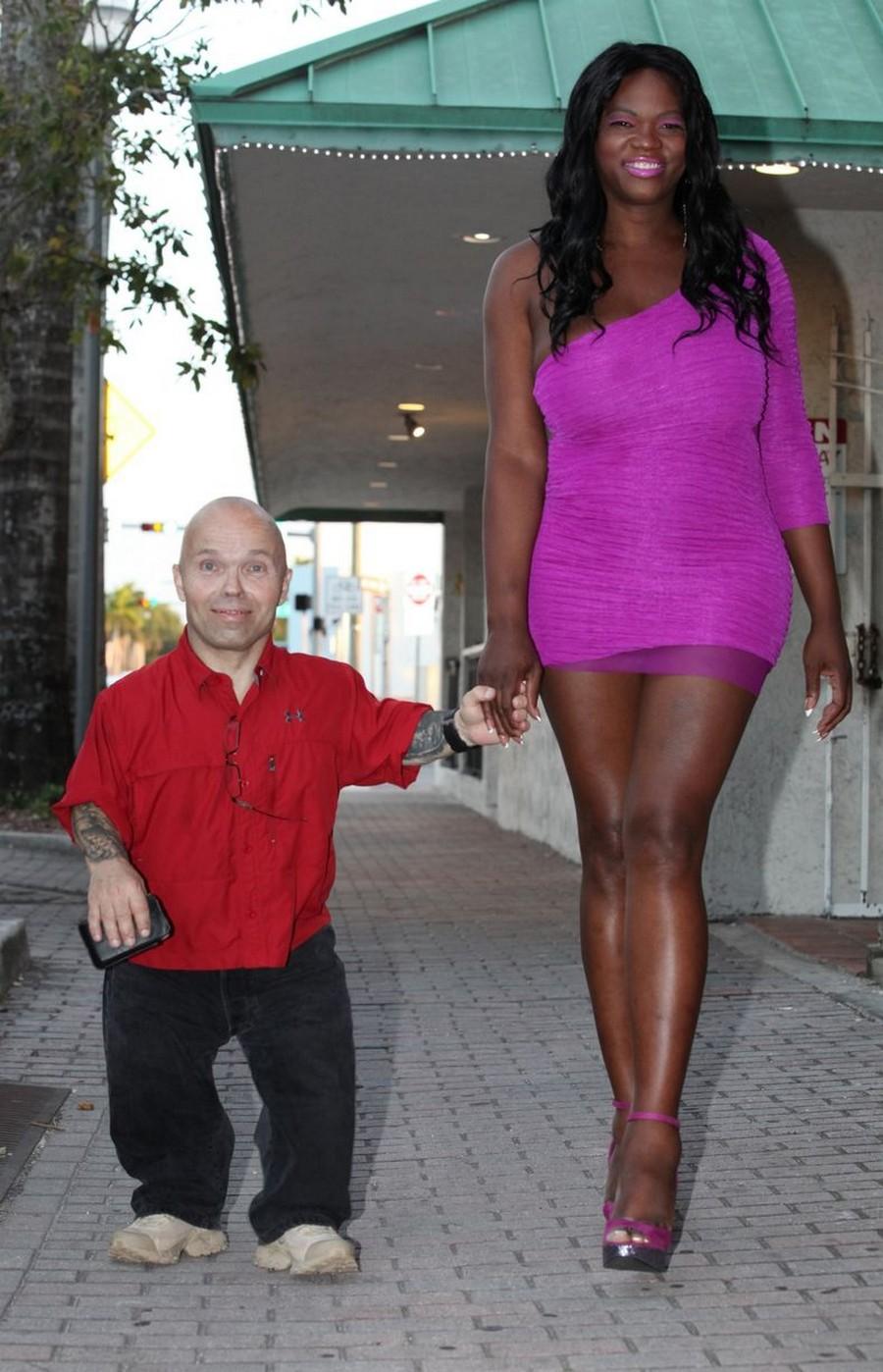 Секс с карлик с высокими 1 фотография