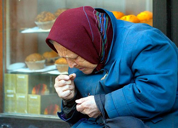 Рискованная «Пятерочка»: мужчина нокаутировал бабушку укассы