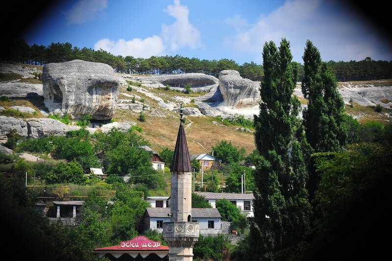 И на верху башни располагалась смотровая площадка с которой отлично просматривалась вся территория Дворца.