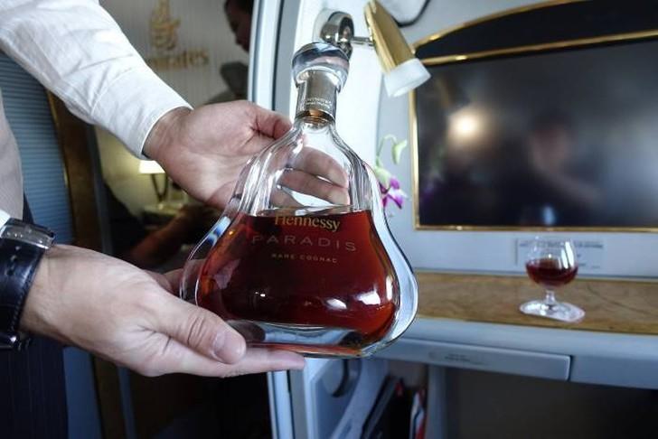18. После этого я решил попробовать коньяк Hennessy Paradis, самый дорогой напиток в небе. Стандартн