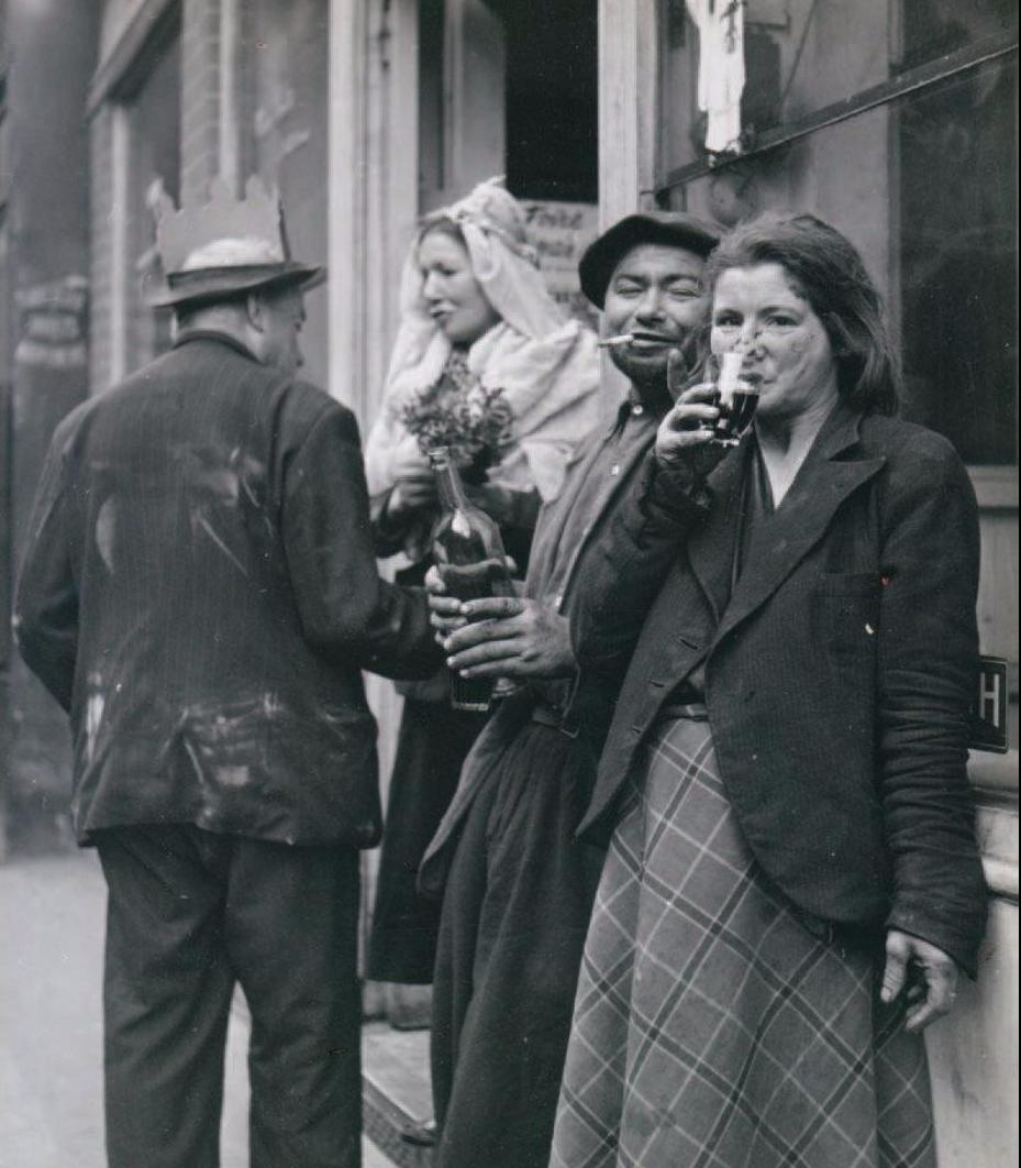1952. Кучка клошаров