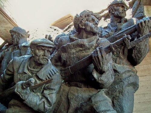Скульптурная композиция в Гроте Национального музея ВОВ