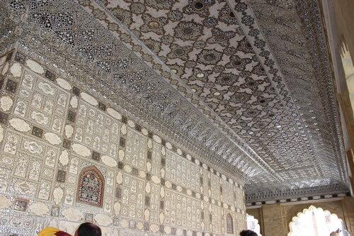 Зеркальный потолок в Зеркальном дворце