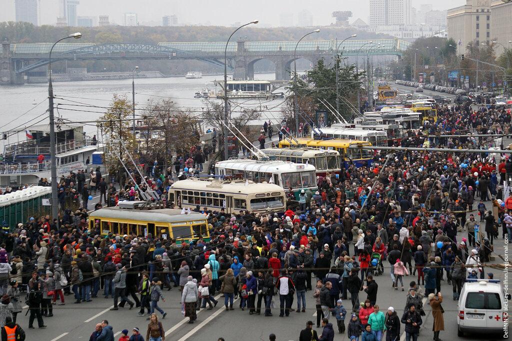 Парад-троллейбусов-01.jpg