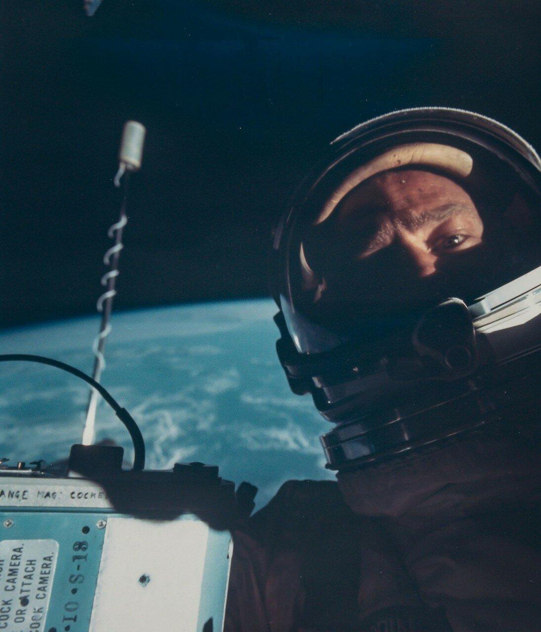 1966, ноябрь. Первое селфи в открытом космосе