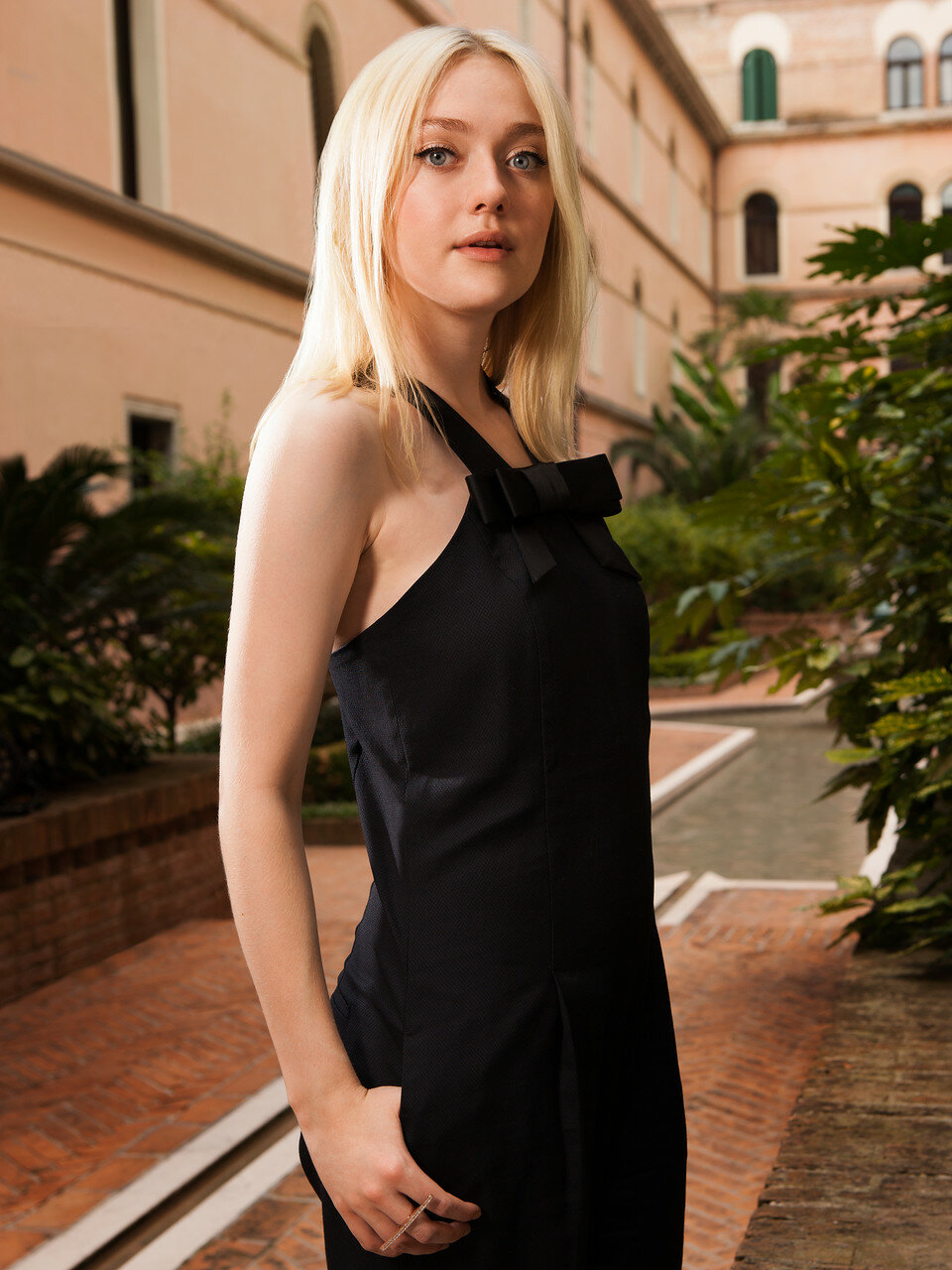 dakota fanning dating 2013 See all dakota fanning's marriages, divorces, hookups, break ups, affairs, and dating relationships plus celebrity photos, latest dakota fanning news, gossip, and biography dakota fanning is currently dating jamie strachan she has been in two celebrity relationships averaging less than one year each she has never been married.