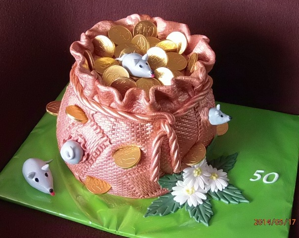 Мужской торт из марципана и сахарной мастики