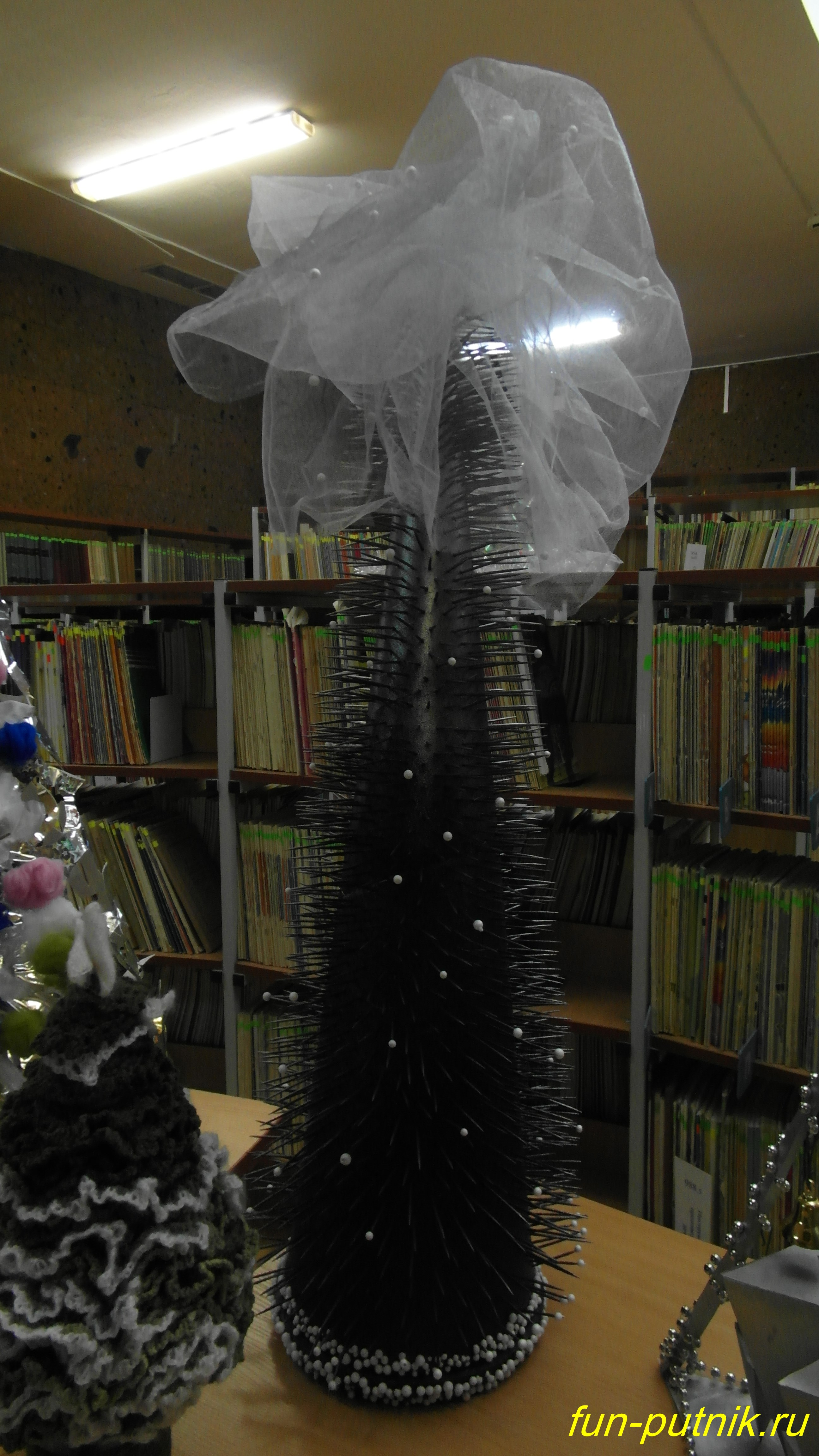 Арт елки от ростовских дизайнеров в Публичной библиотеке