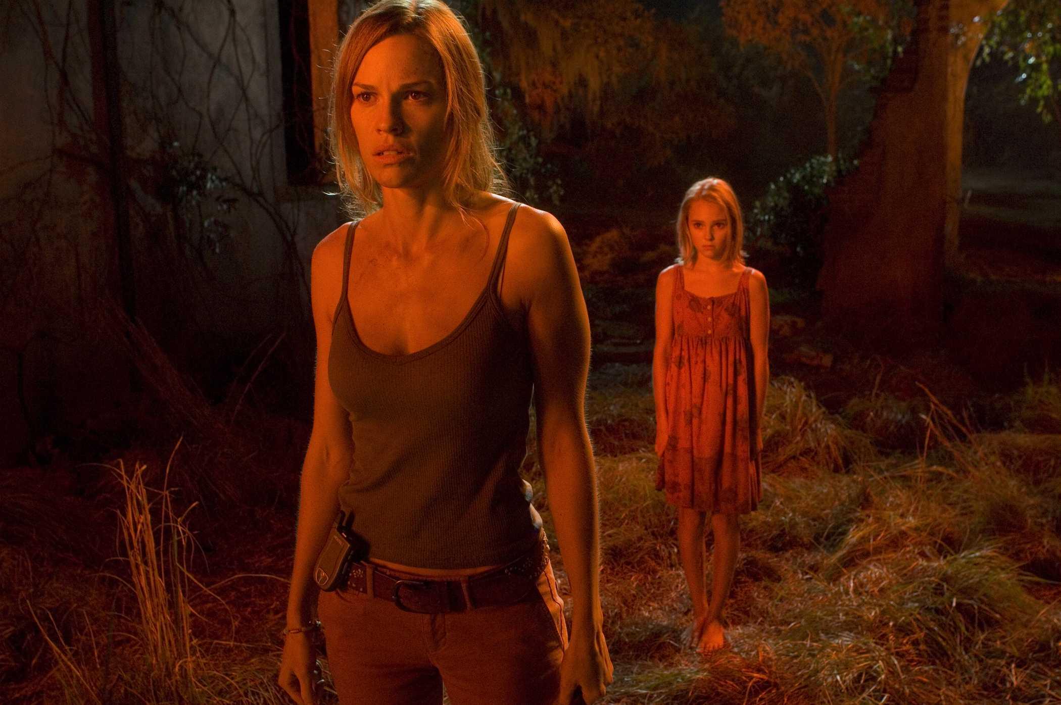 Главная героиня знаменита оригинальным хобби — она развеивает мифы. Задумав разоблачить очередную зл