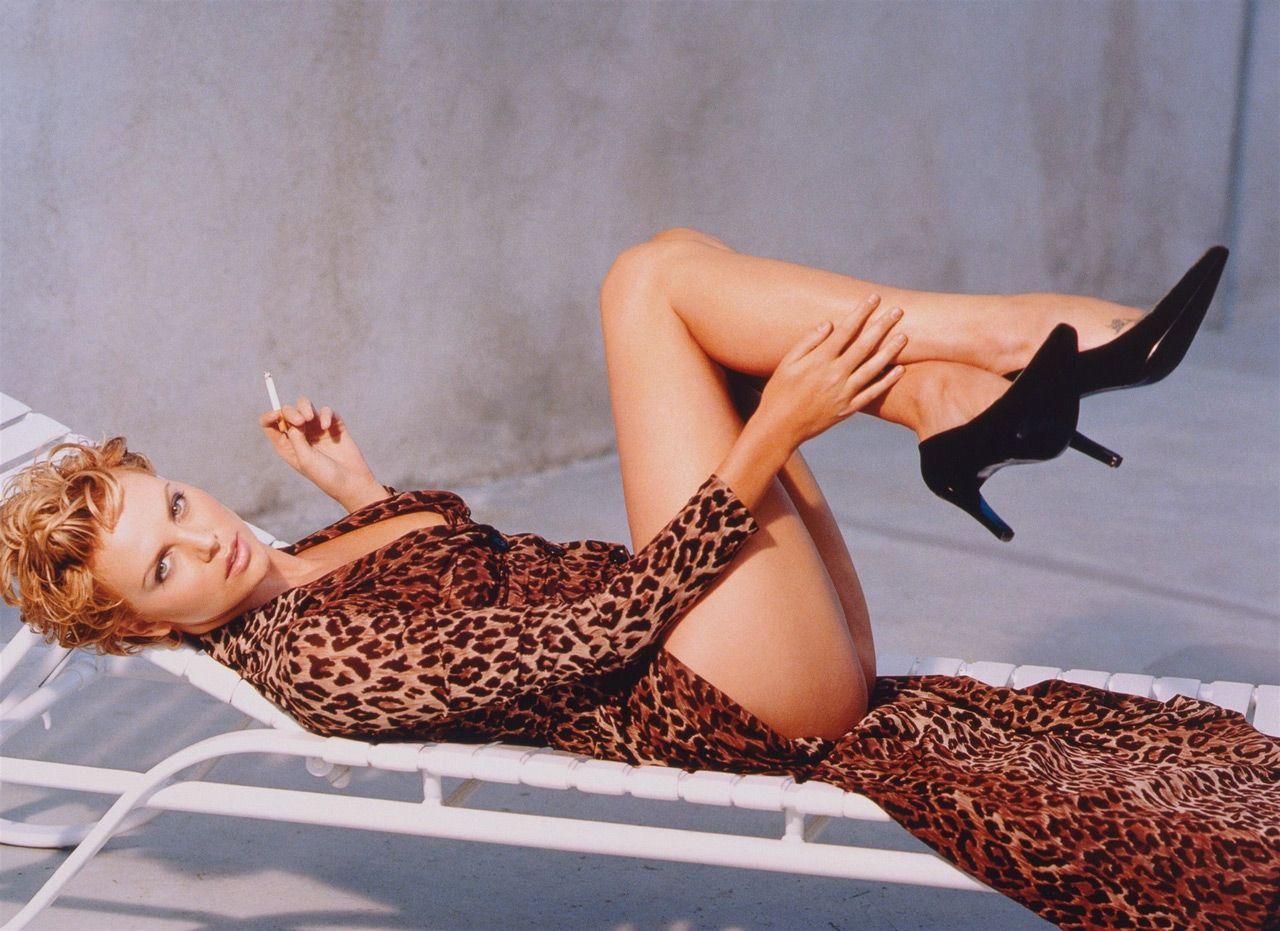 Сиенна Миллер Сиенна Миллер — вполне успешная личность, которая начинала свой путь к успеху именно с