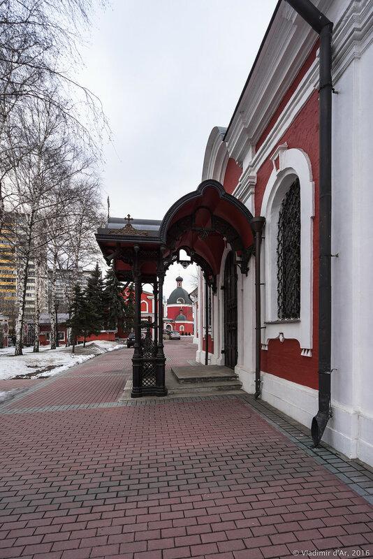 Южный портал храма иконы Божьей Матери Знамение