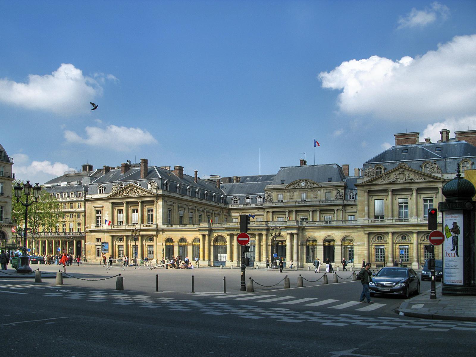 Пале-Рояль Фронтон дворца (здание Государственного совета)
