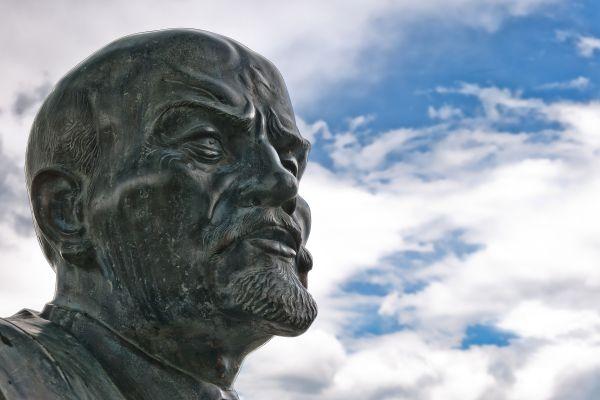 Бетонная голова Ленина пролежала 24 года вберлинском лесу