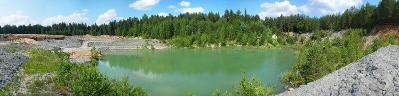 Панорама затопленной части известнякового карьера в Чирках (Слободской район)