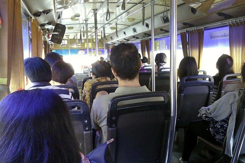 Внутри автобуса в Бангкоке, Таиланд