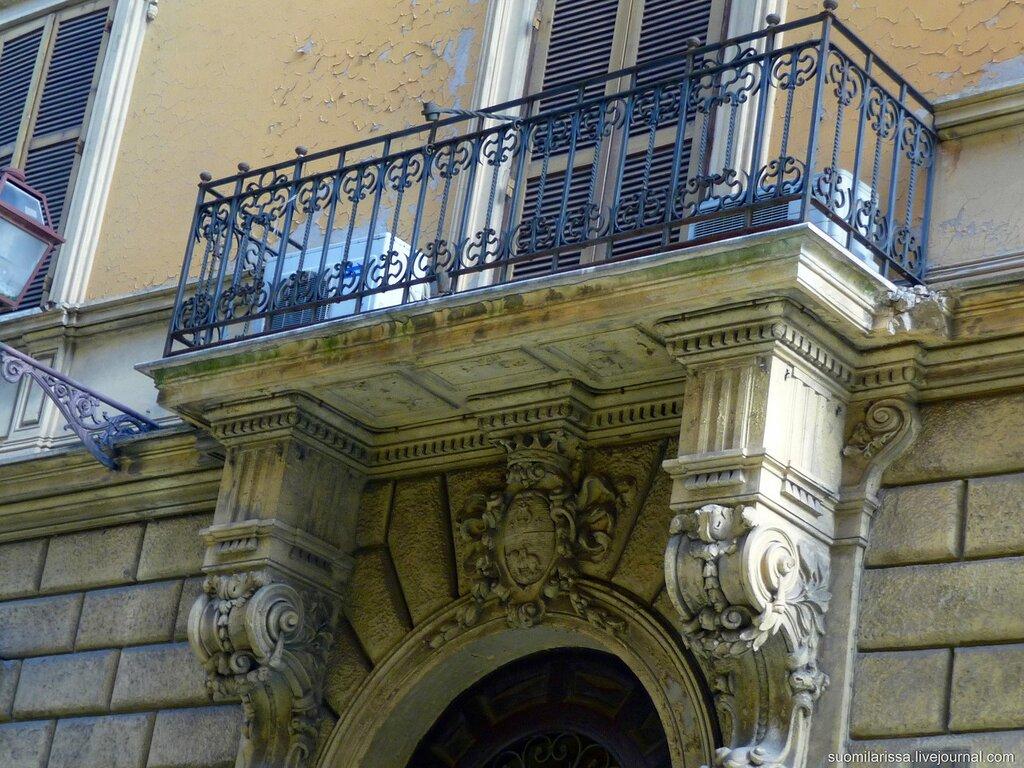 Старинный дворец, балкон.