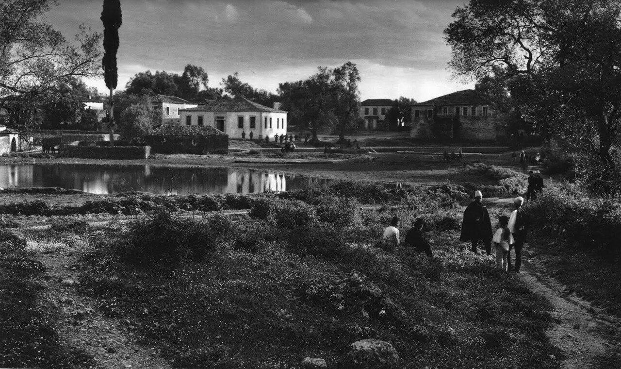 1913. Филиатес