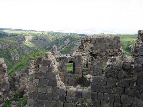 Руины крепости Хв Армения