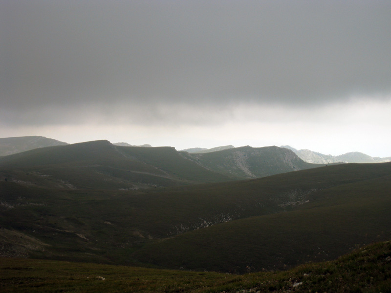 Такого Крыма я не видел. Вглубь - горы, горы.