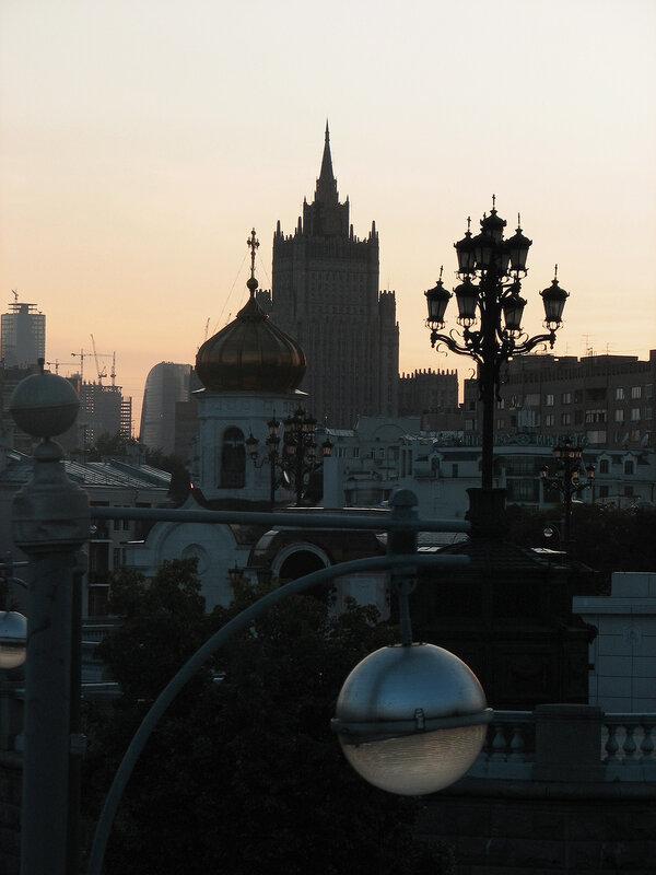 Фонарь и прекрасный город