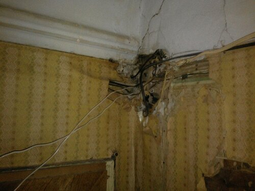 Вызов электрика аварийной службы в коммунальную квартиру после возгорания в распределительной коробке
