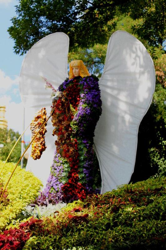 Архангел Гавриил из цветов
