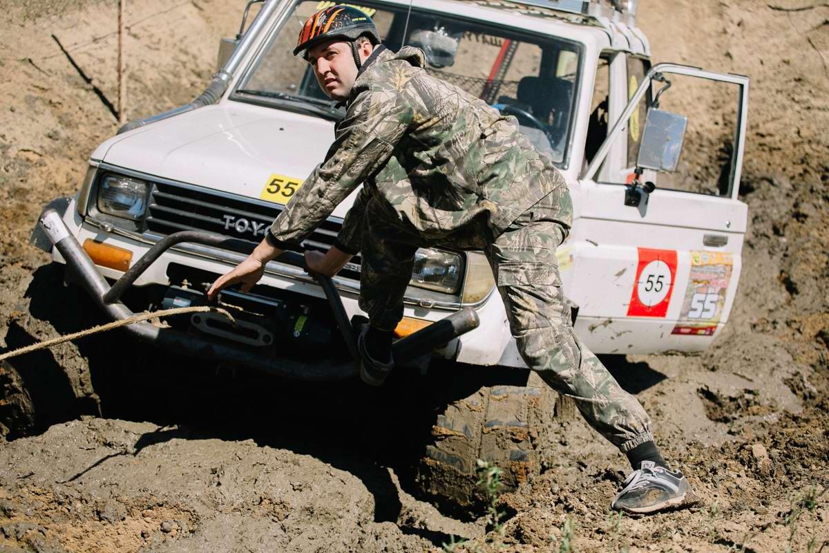 Джипы на танковом полигоне: гонки на выживание (12)