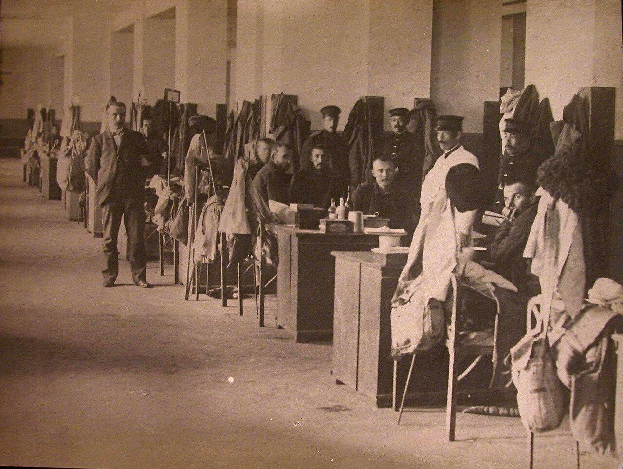 12. Раненые в одной из палат больницы
