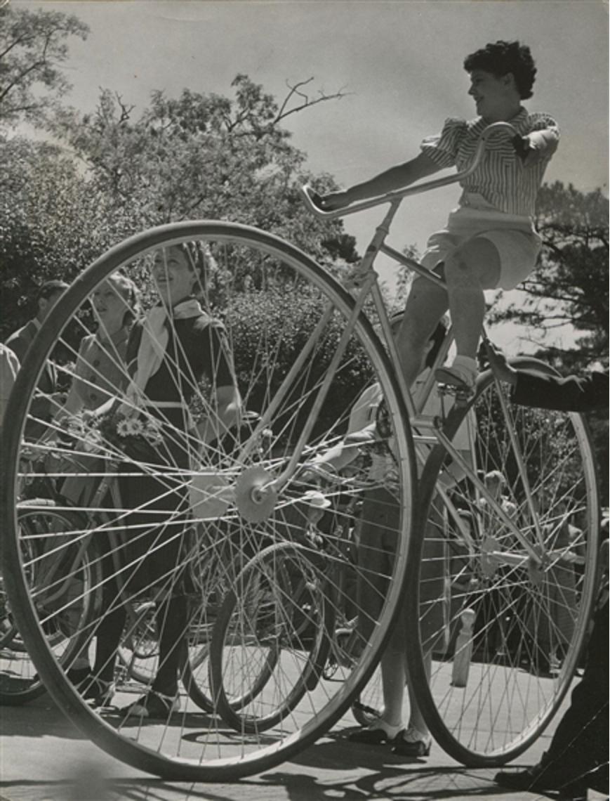 1938. Велосипедисты в Булонском лесу. Париж