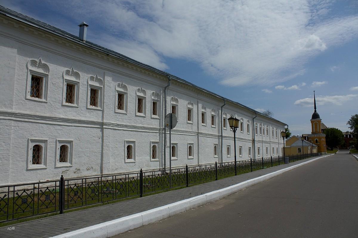 Сестринский корпус; до XIX века - духовная семинария