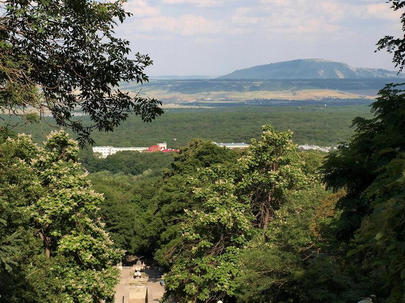 Вид с Железной в сторону МинВод.