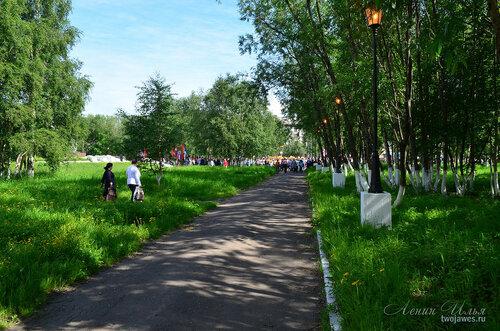 Фотография Инты №7727  Вид от Бабушкина 1 (проходной арки) в сторону Кирова 38 21.06.2015_13:00