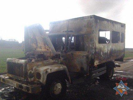 В Лельчицком районе сгорела машина: пострадали 3 человека