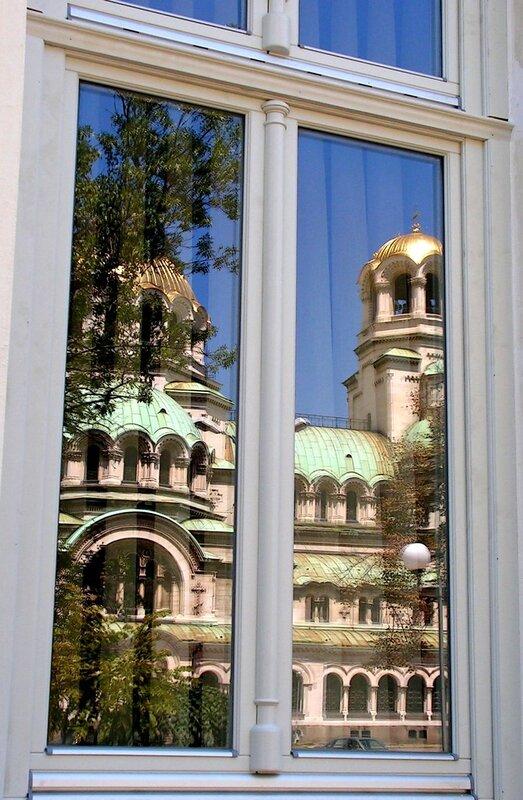 Отражение храма Св. А. Невского