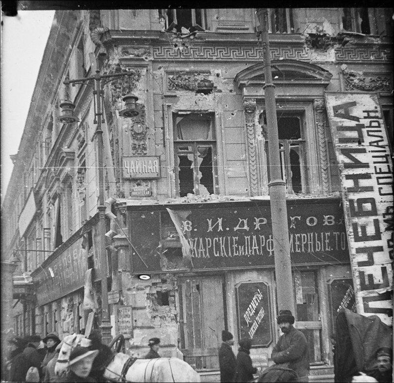 Московская разруха после большевистского переворота 1917 года. Большая Никитская улица. Из архива Т. Яржомбека.